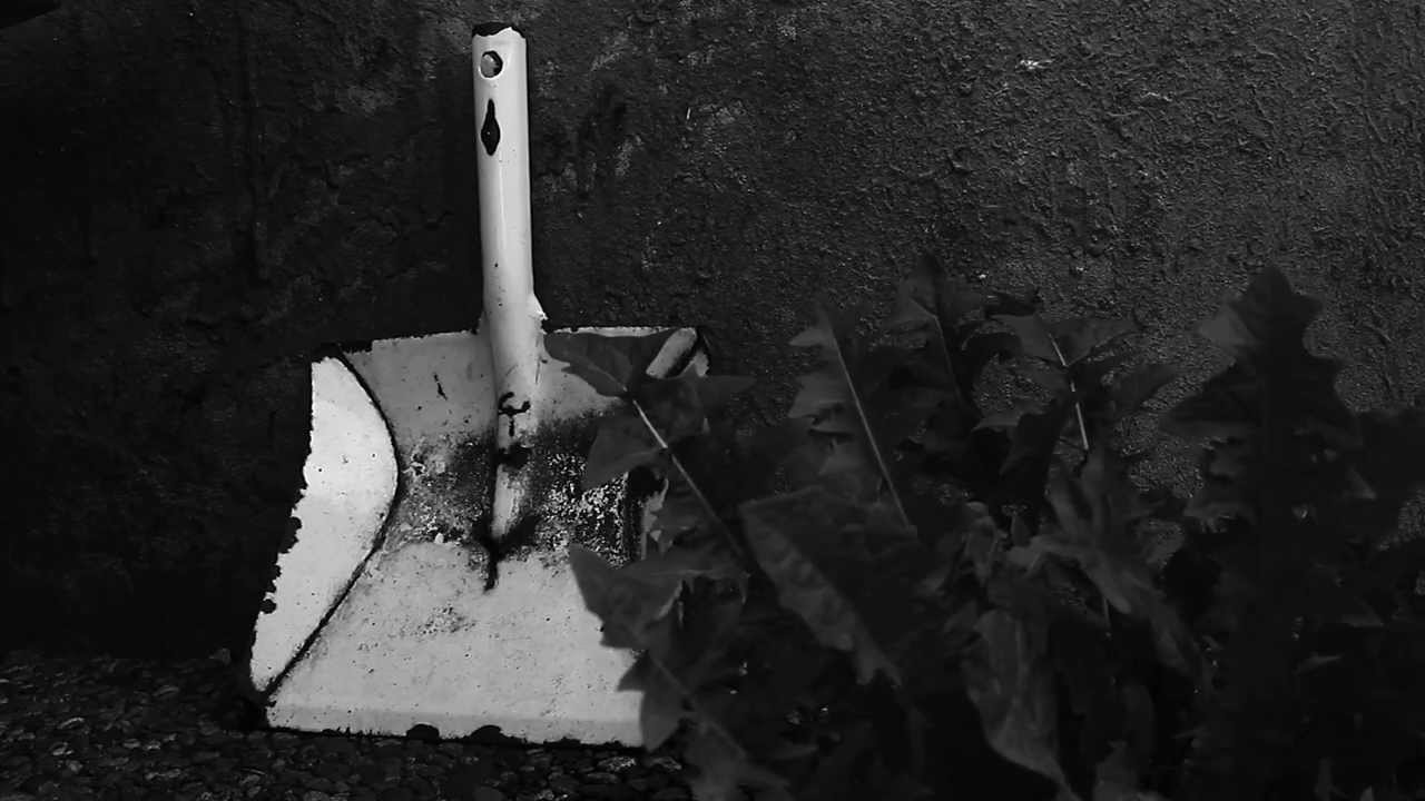dustpan as a weapon  u2013 creepy  horror footage